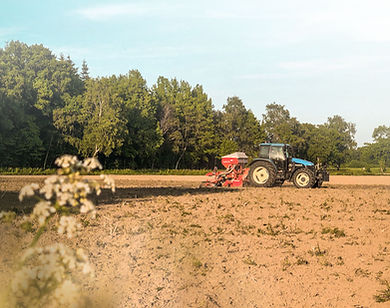 Landwirtschaft, Trecker auf einem Acker