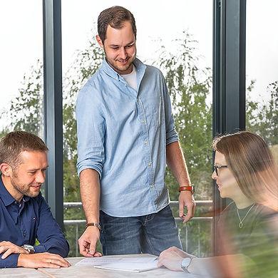 Zusammenarbeit und Teambesprechung der Kollegen