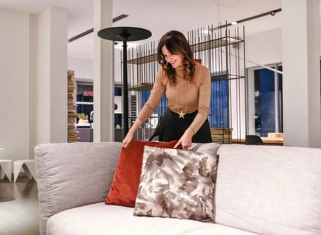 Come disporre i divani in salotto: soluzioni possibili