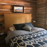 Queen bedroom, guest cabin~