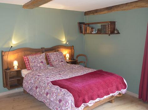 Chambre Agathe lit rouge