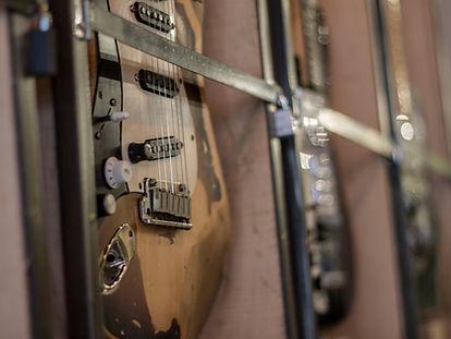 Left handed guitar range