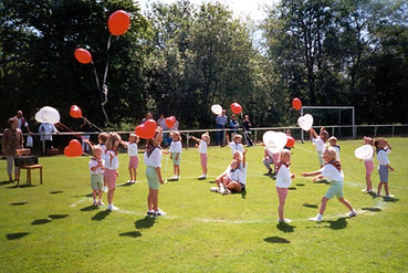 Kinderturnen mit Ballons.jpg