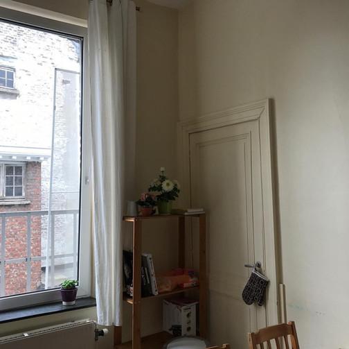 Rénovation complète d'une cuisine de Kot (Tapissage des murs, mise en peintures des murs et plafonds, mise en peinture des meuble, etc../ Avant)