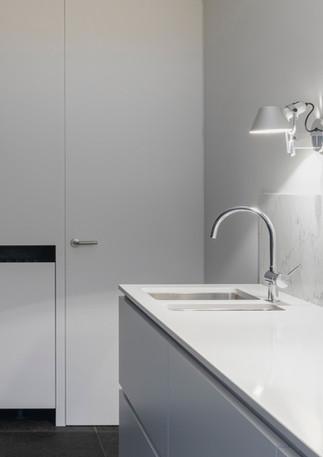 Moderne weiße Küche