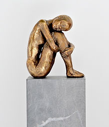 Hug Yourself. Bronze. 26 cm.  Kari REDIG