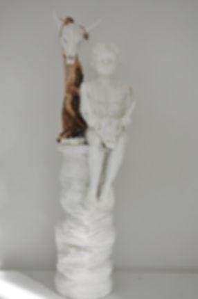Lene Winther. 'Tribe Lost and Found'. Porcelæn og træ.