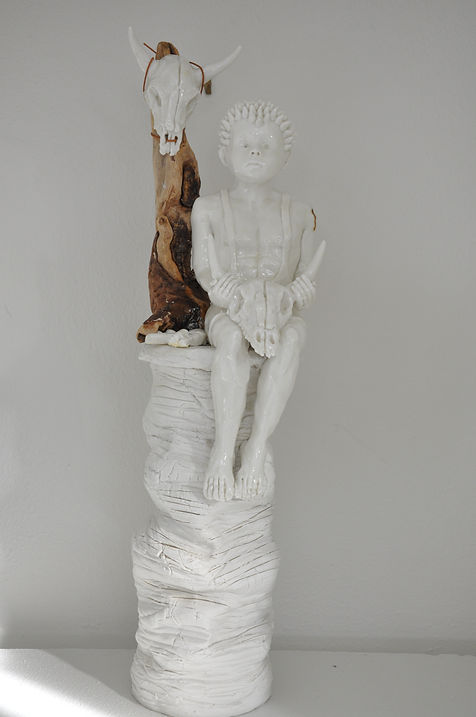 Lene Winther. 'Tribe Lost and Found'. Porcelæn og træ.