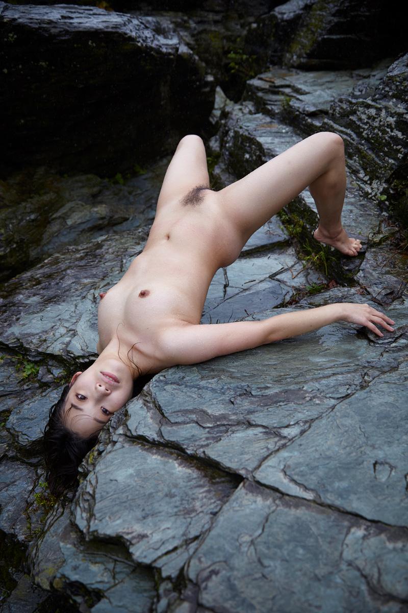 Female-Beauty-Japan-Kvinde-på-blågrøn-