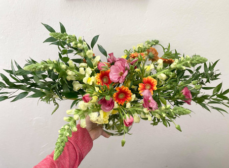 Horizontal spring bouquet