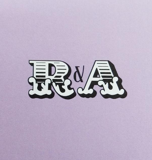 BIG TOP - monogram detail