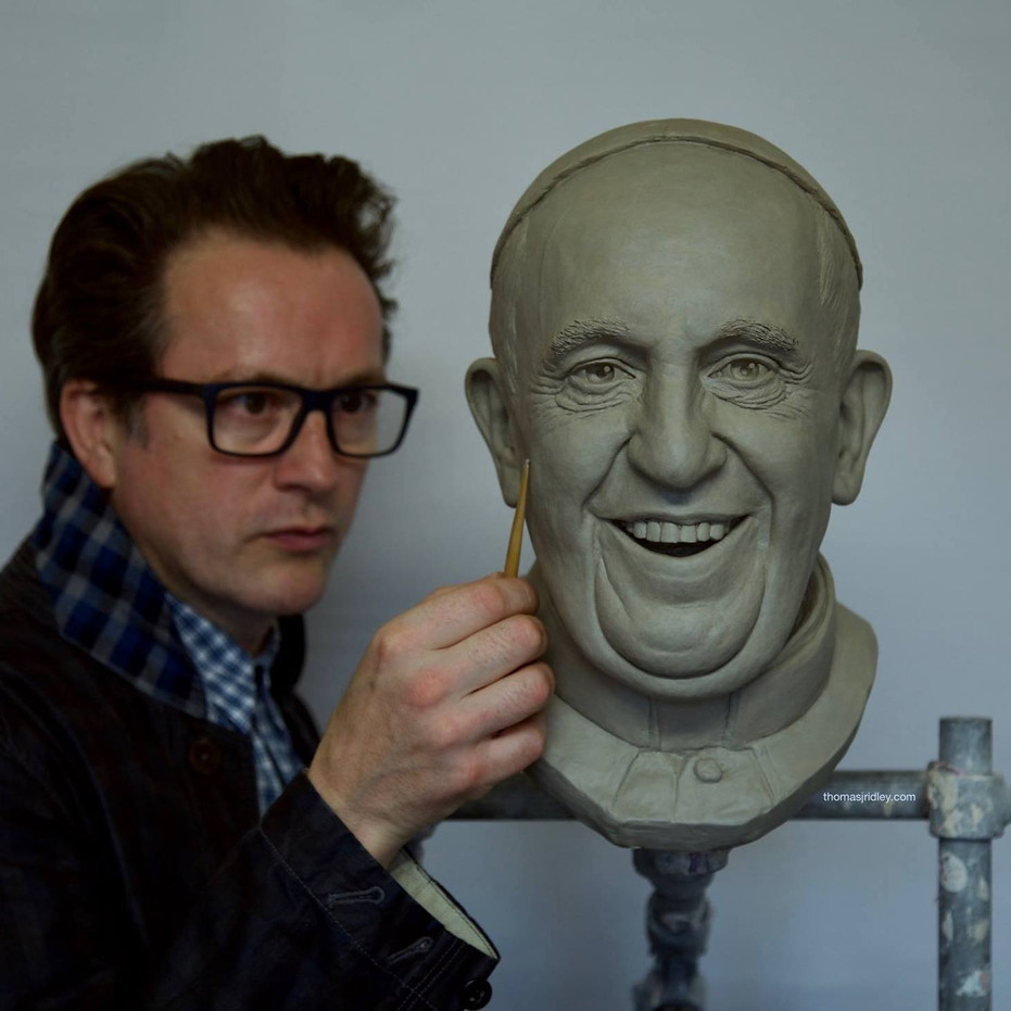 Thomas J Ridley sculpting Pope Francis commission