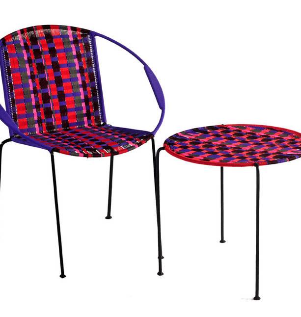 chaise ronde et table ronde haute
