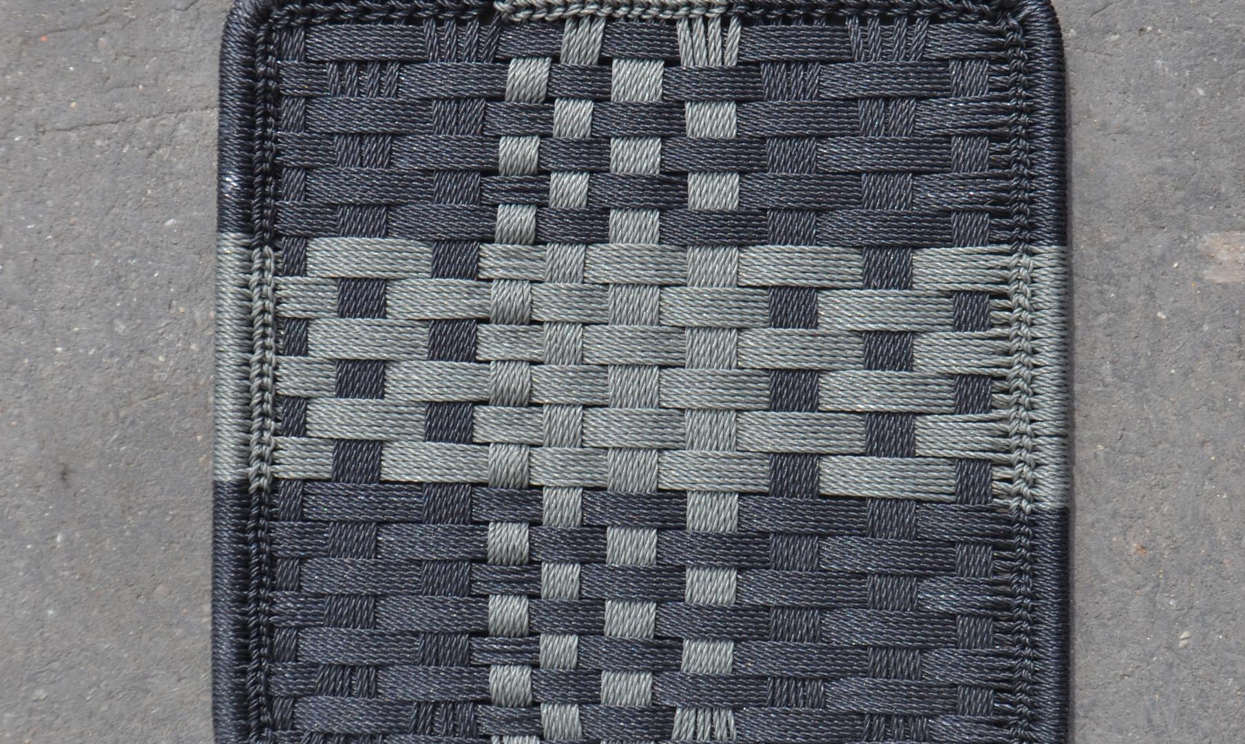 Noir / gris foncé