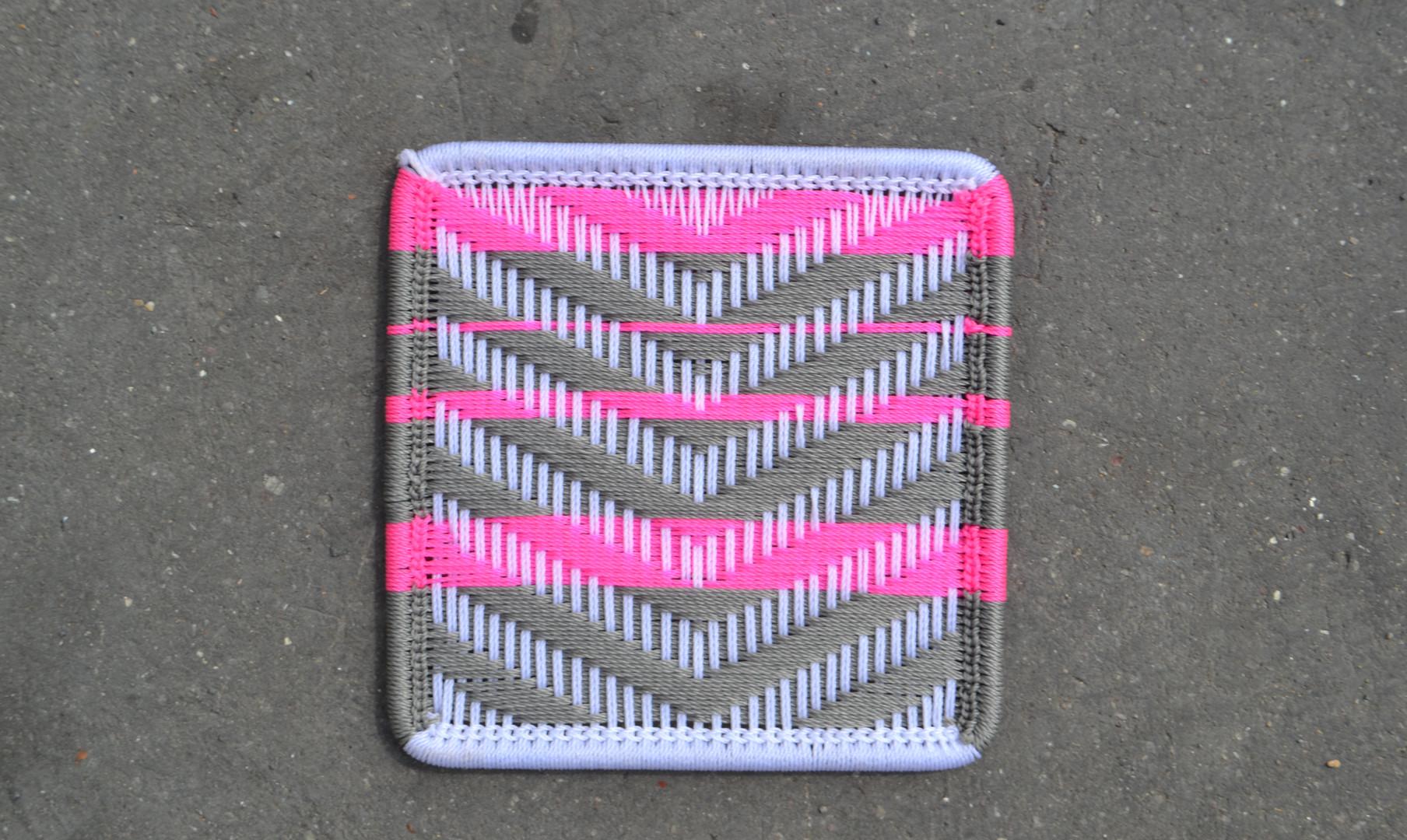 Blanc / gris clair / bandes rose
