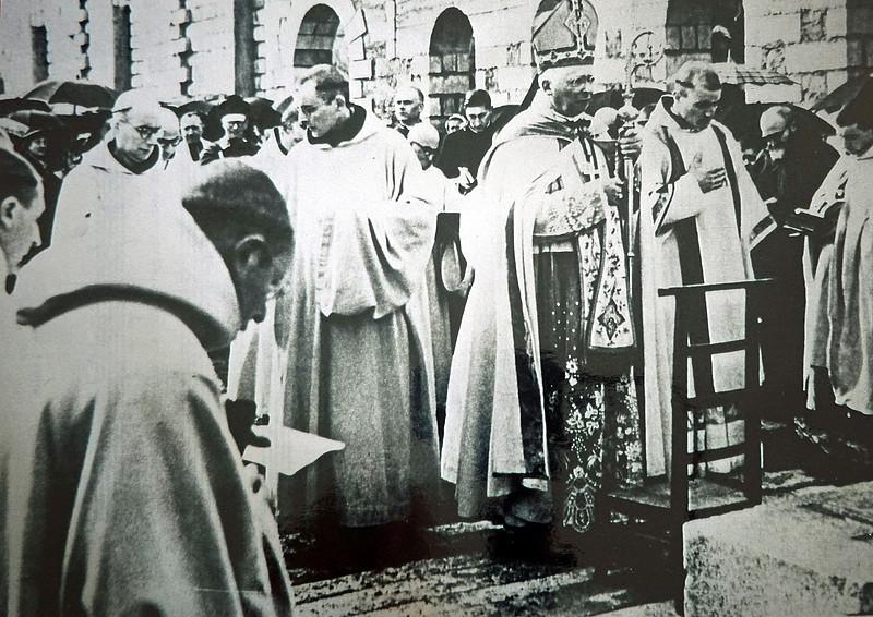 Bénédiction de l'abbaye par Mgr Le Bellec, évêque de Vannes