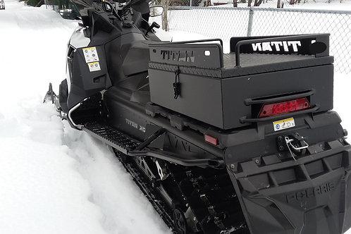 Coffre pour motoneige Polaris Titan plateforme peint en noir mat