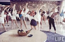 stewardesses-exercise-4