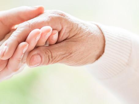 Mal de Parkinson: conheça os sintomas, primeiros sinais e o tratamento