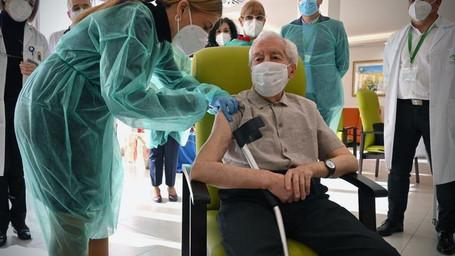 COVID-19: Lar de idosos será prioridade na fila de espera para receber o imunizante