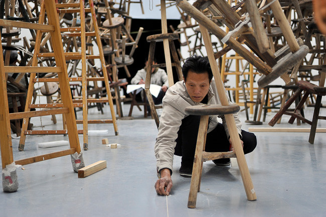 set-up Ai Weiwei installation/4