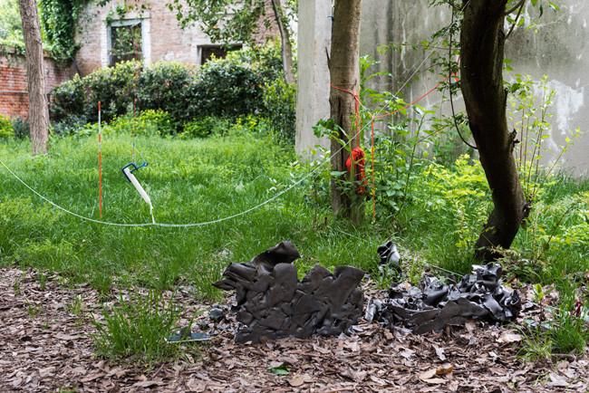 installation view- The Last Garden by Sarah Sze, La Biennale di Venezia 2015, © Ugo Carmeni / Victoria Miro