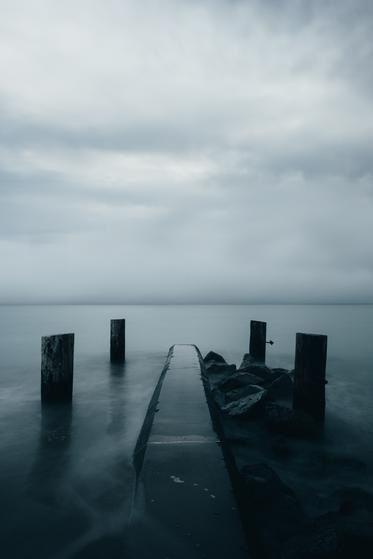fog-on-dark-waters-edge.jpg