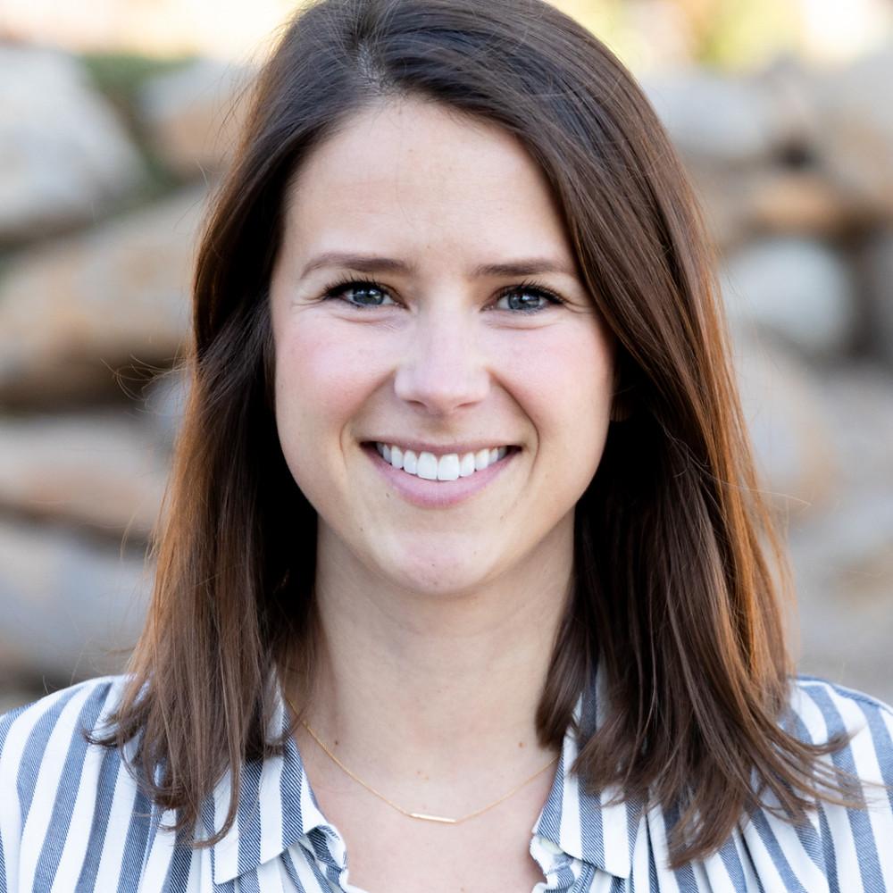 Lora Lashbrook: Senior Account Manager