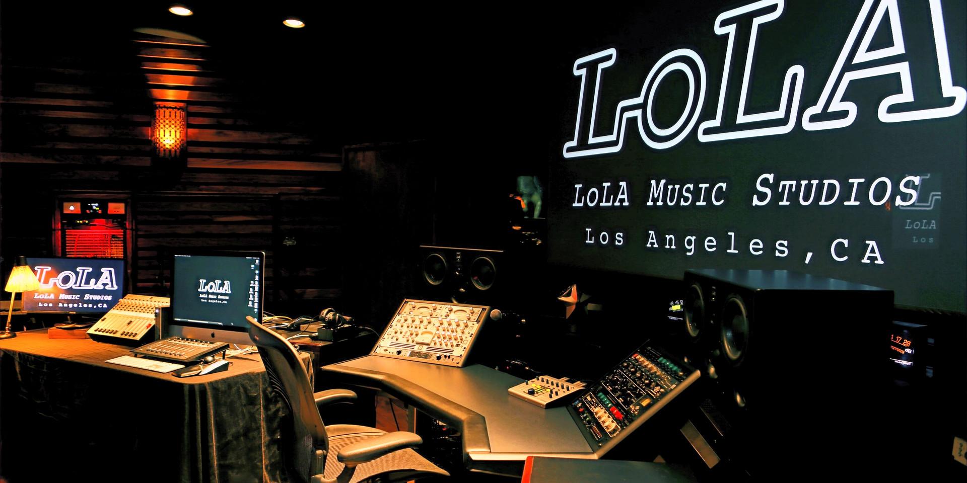 LOLA_STUDIOA_side