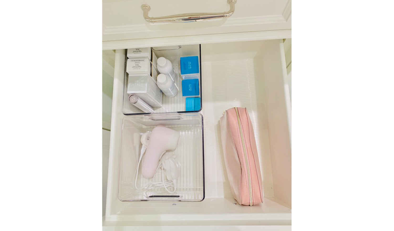 Bathroom drawer organization