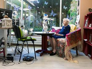 Regard artistique sur l'usage des robots sociaux en gériatrie