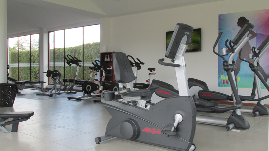 GIMNASIO Y FITNESS CLUB MILITAR DE GOLF