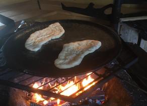 Naan-leivät grillissä