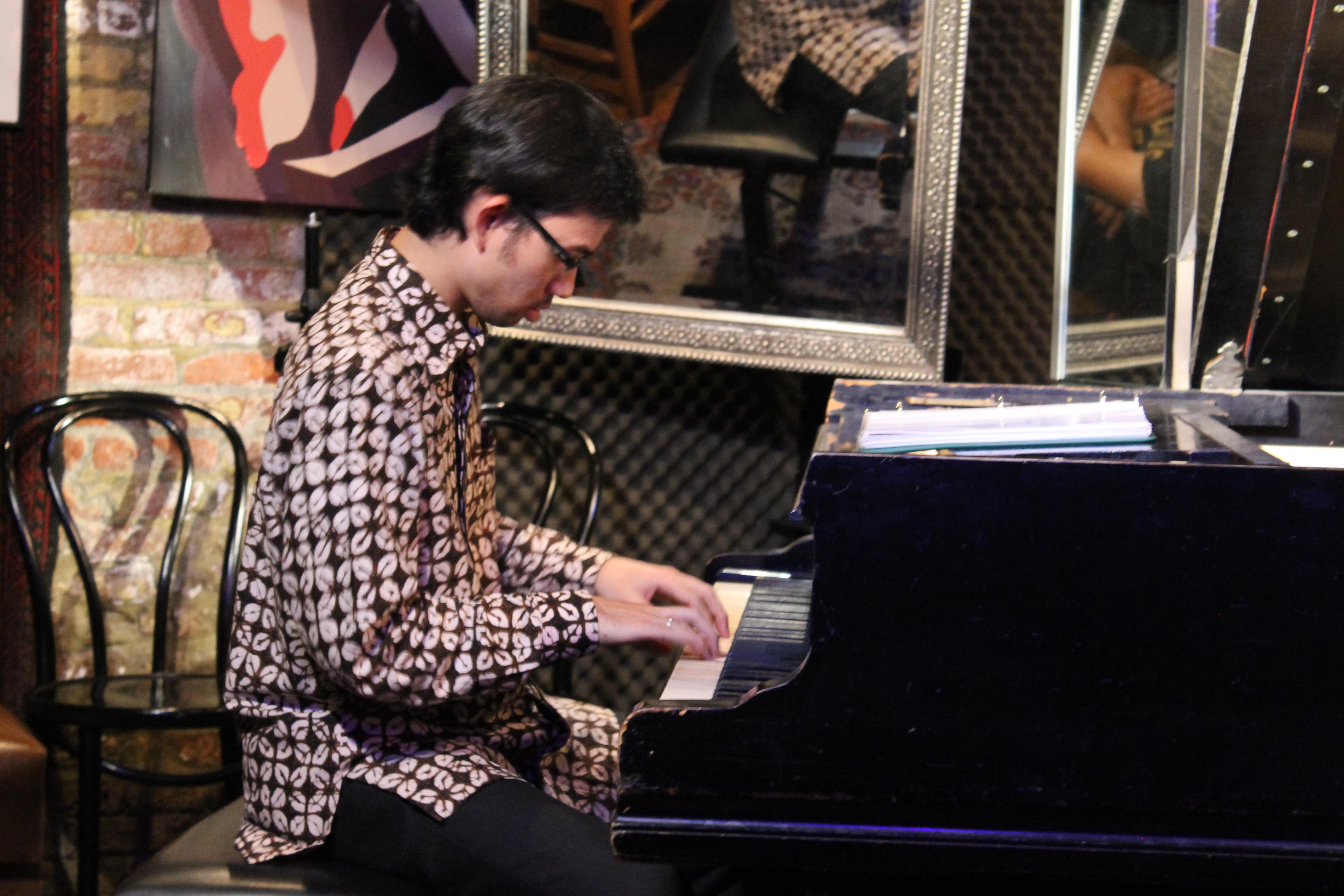 Nial Djuliarso on piano