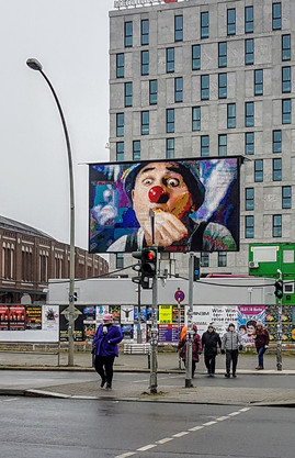 DOOH UMSTZUNG BERLIN AM OSTBAHNHOF, ROTE NASEN 20171219_120011.jpg