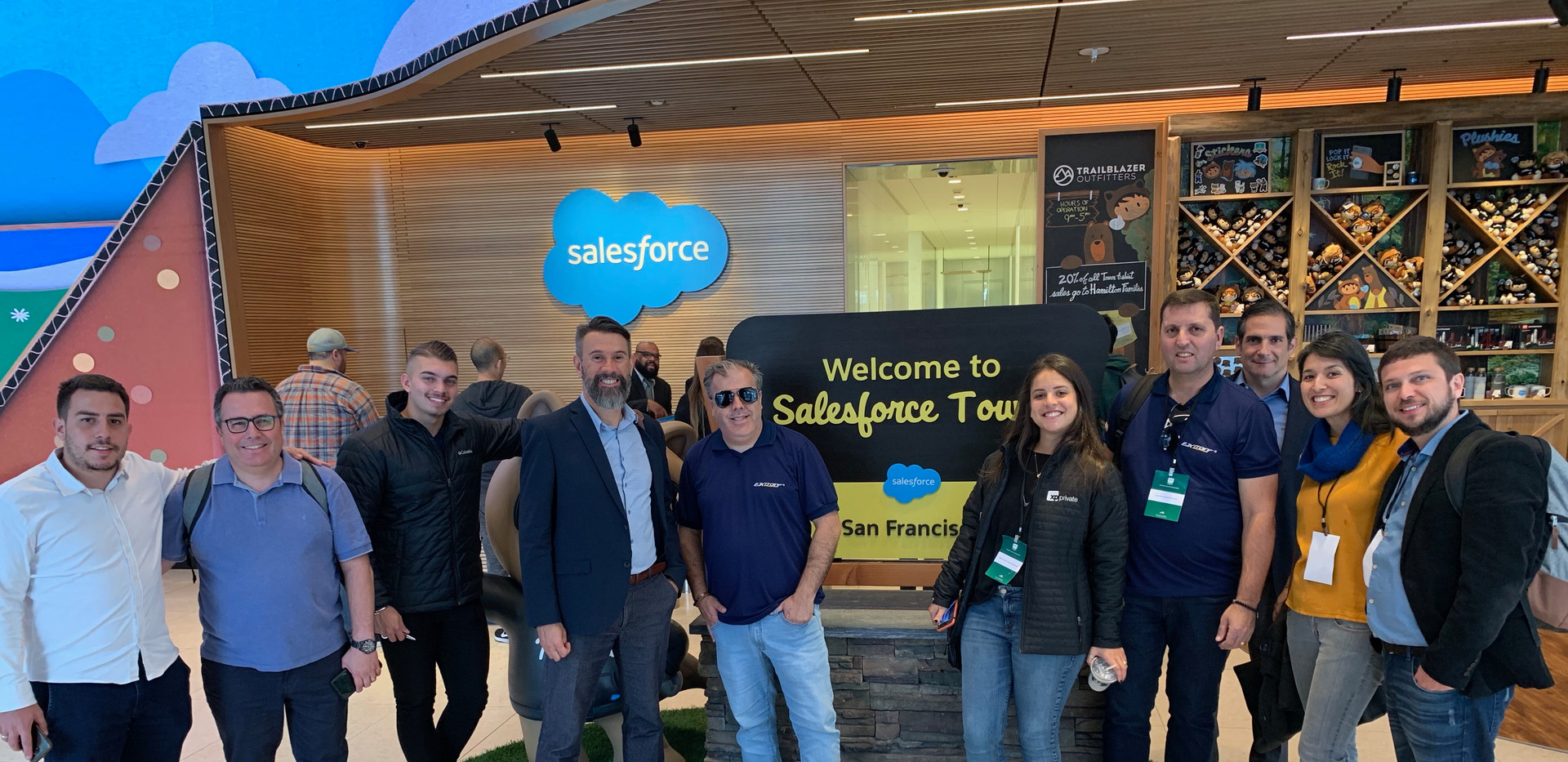 Grupo no Salesforce Tower.