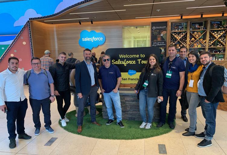 Grupo no Salesforce Tower.