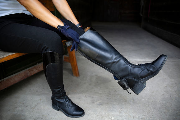 Horse riding. Leather equestrian boots.