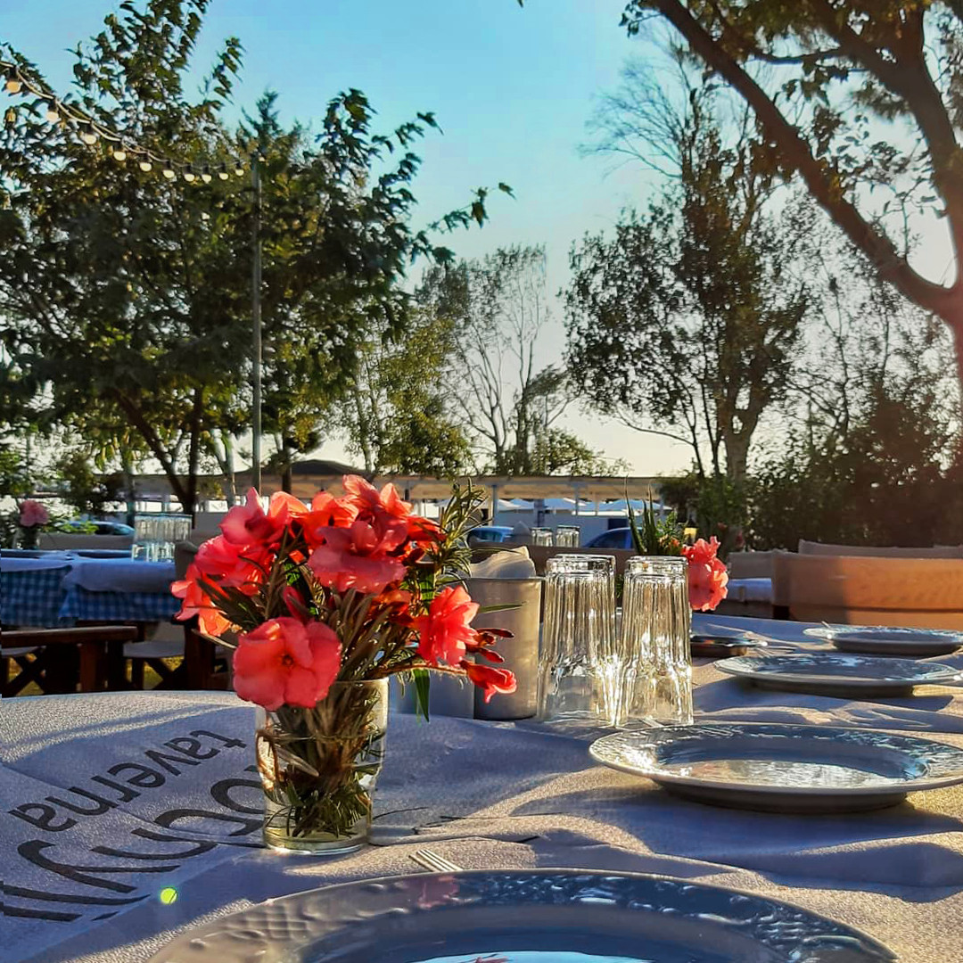 Romantic dinners with sea view at Kochyli Taverna