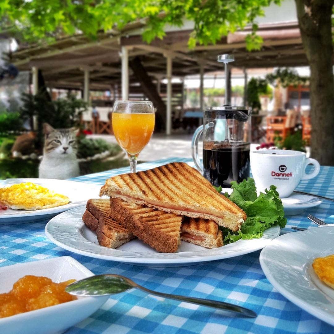 The breakfast at Kochyli Taverna