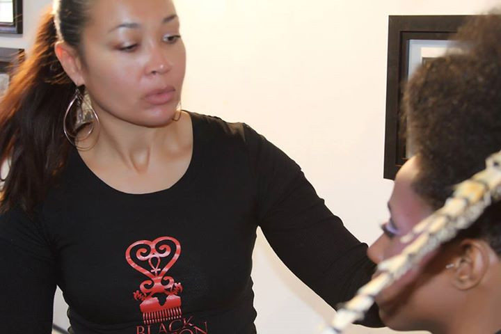 Tammie Lee, on set, with model Leslie Holland