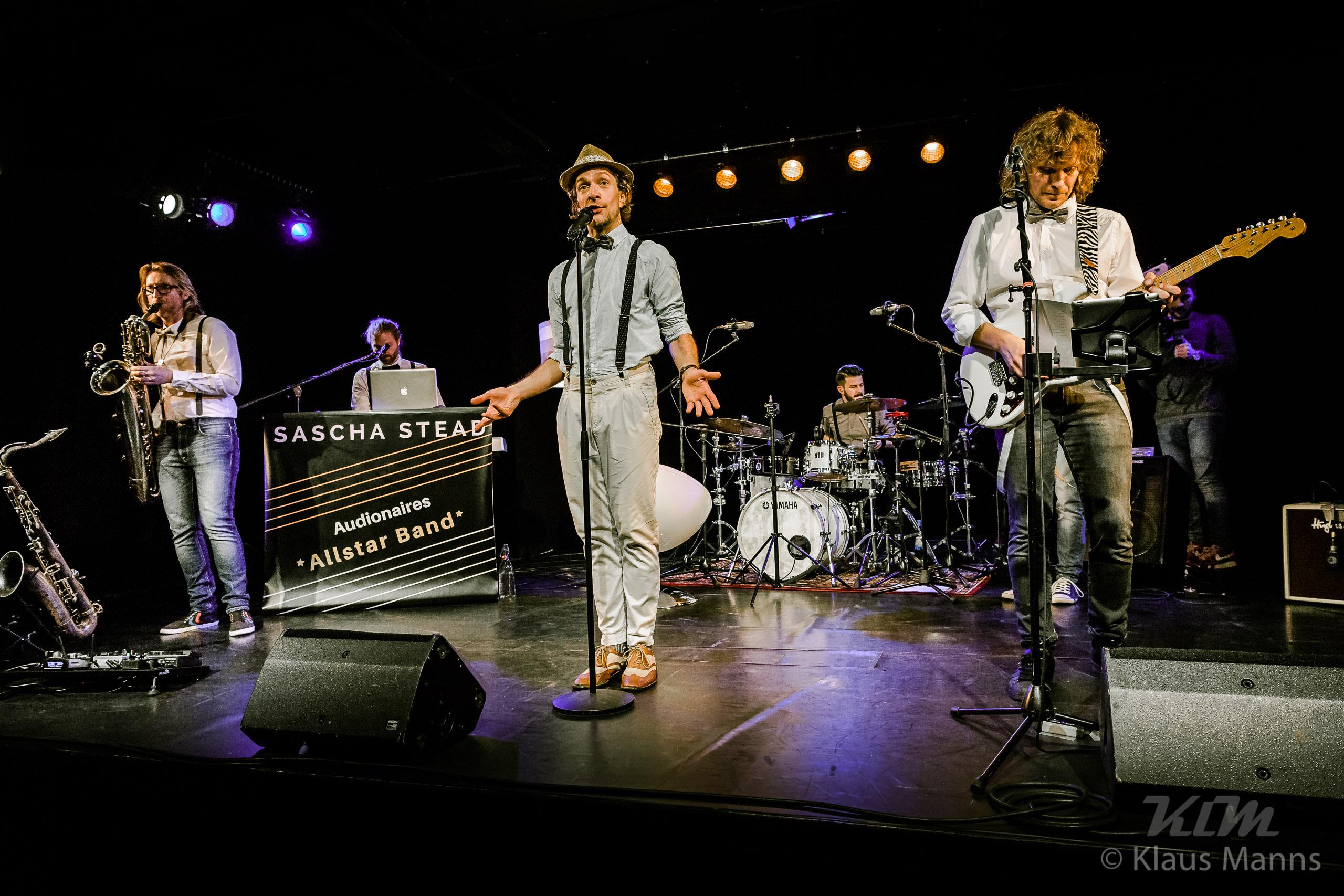 Sascha_Stead___Die_Audionaires_Allstar_Band_-_Gedankenkarussell_live_-_Klaus-Manns_KlM_2560px_094