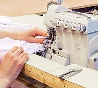máquina-de-coser-del-overlock-industrial