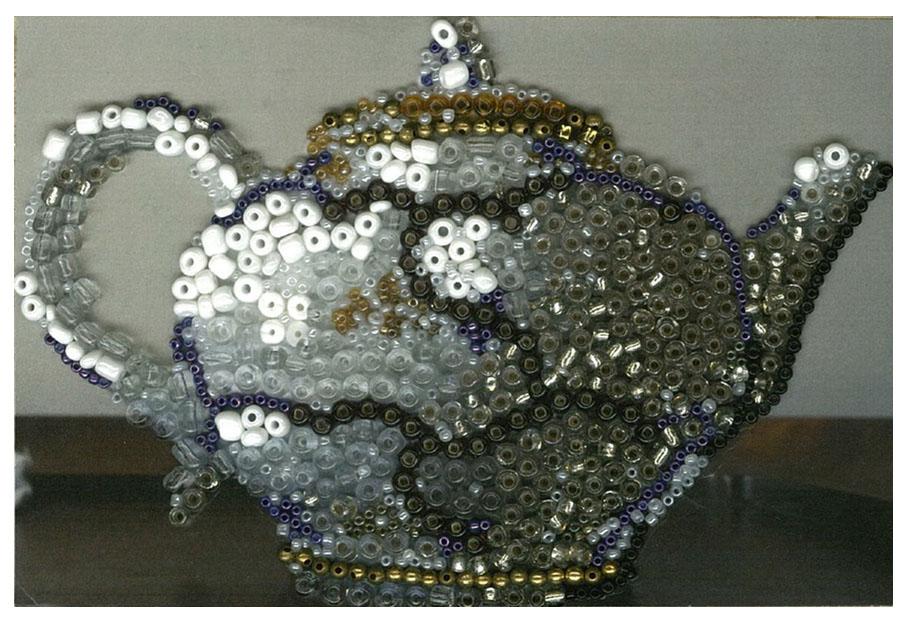 teapot with white border