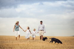 Family portrait photographer Sali
