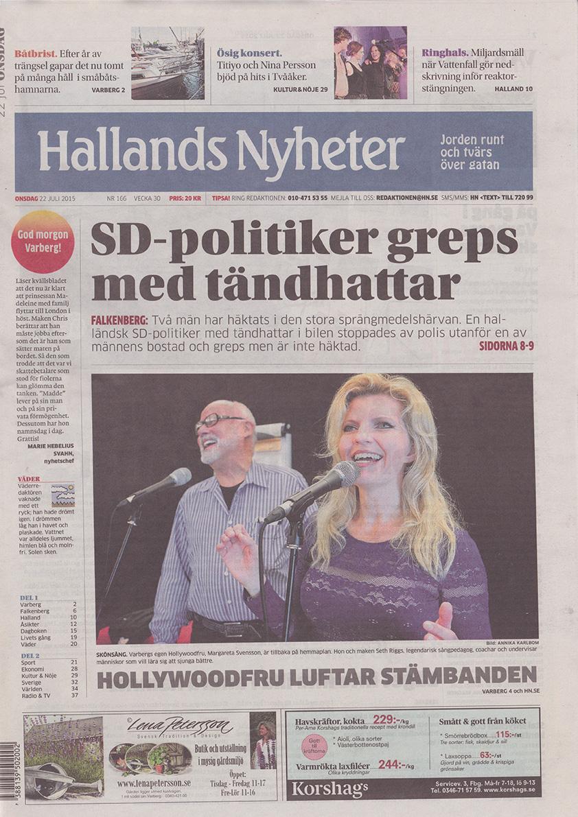 150722-Hallands_Nyheter-Margareta_Svensson_Riggs-Hollywoodfrun_luftar_stämbanden-front