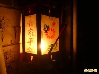 溫馨點燈替祂開路 普渡文化很溫暖