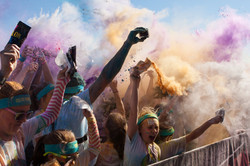 Runners Create Color Explosion With Packets Of Colored Corn Starch