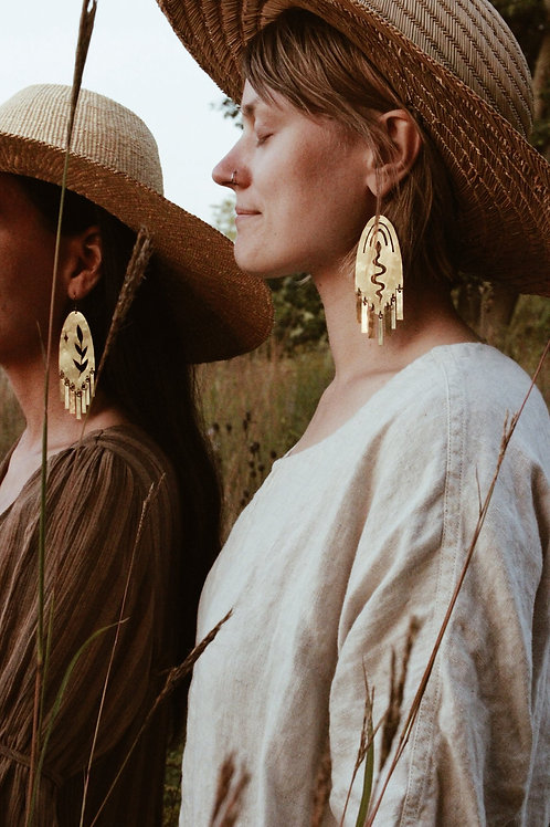 Neblina y Noche:  The Flora y Fauna Earrings