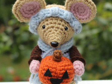 The Pumpkin Mouse by Laura Jaworski (@bugburrypond) 🎃